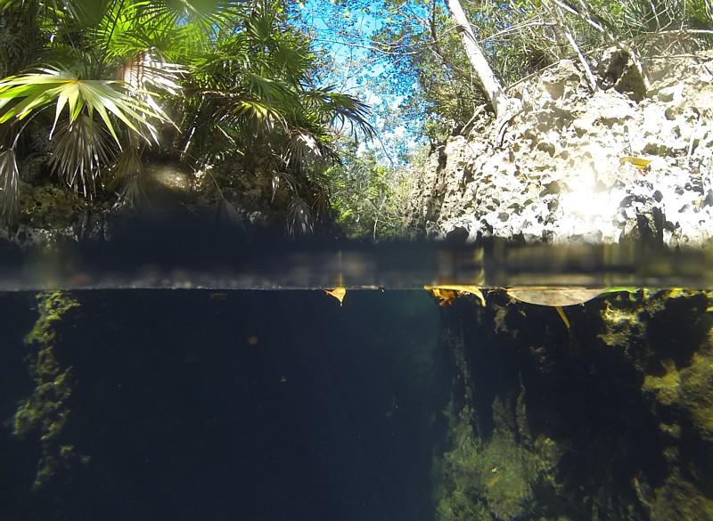 Cenote marino Cueva de los Peces. Cuba