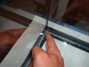 Retirando sobrante silicona