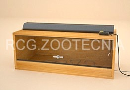 terrario de madera con cable calentador